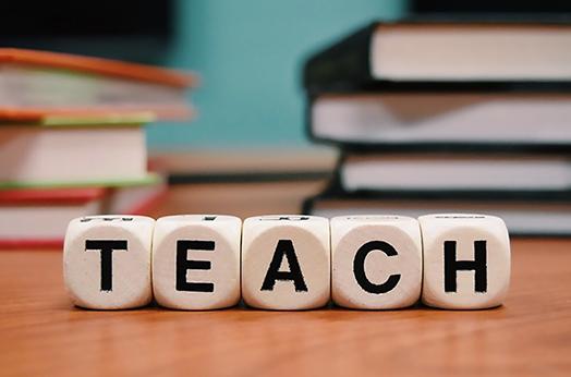 """校外培训机构教师需要""""多面手"""",比公办教师难多了?"""